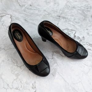 Clarks Artisan | Black Leather Round Toe Pump 6.5